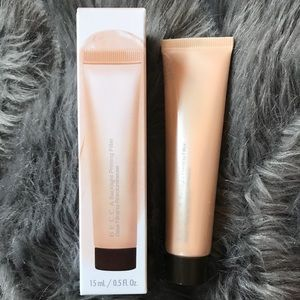 BECCA backlight priming filter face primer